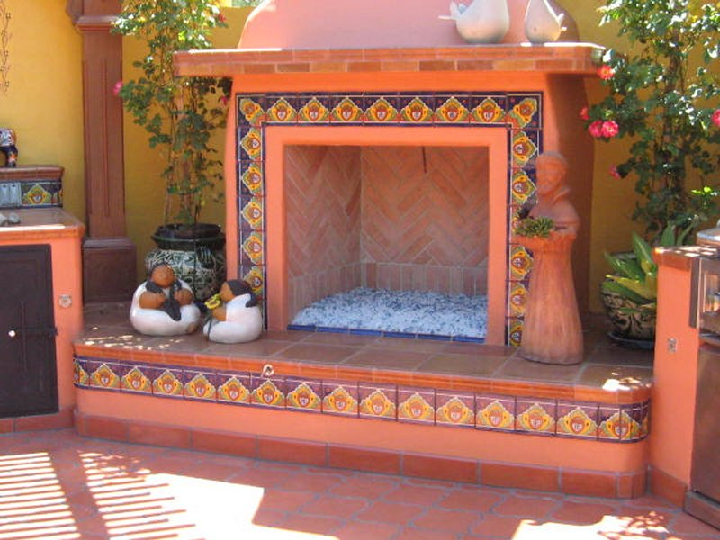 Outdoors fireplace decorated using mexican tile mexican for Mexican home decorations