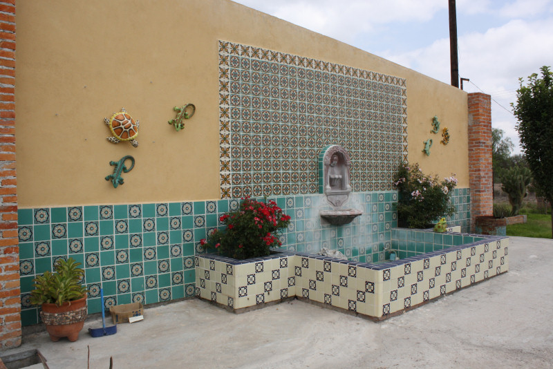 Mexican Tile Used In A Fountain, Mexican Home Decor Gallery