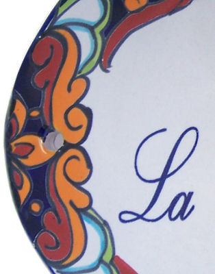 Multicolor Talavera Ceramic House Plaque. En Esta Casa la Reina no Cocina Close-Up